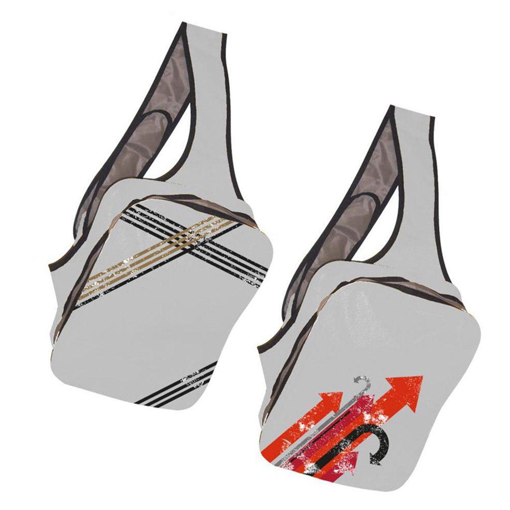 Mochila con bandolera cruzada de medidas 26 cm ancho x 34 cm alto x 10 cm fondo. Fabricada en nylon 600D. Incluye forro y bolsillos interiores. Presentada en bolsa individual.