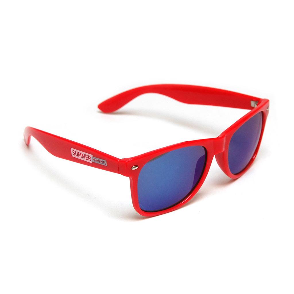 Gafas de sol con lente de espejo. Fabricadas con estructura y lentes de policarbonato, bisagras metálicas y protección UV400 (100% UV). Incluye etiqueta adhesiva removible impresa a un color indicando el grado de protección. Incluye personalización de logo.