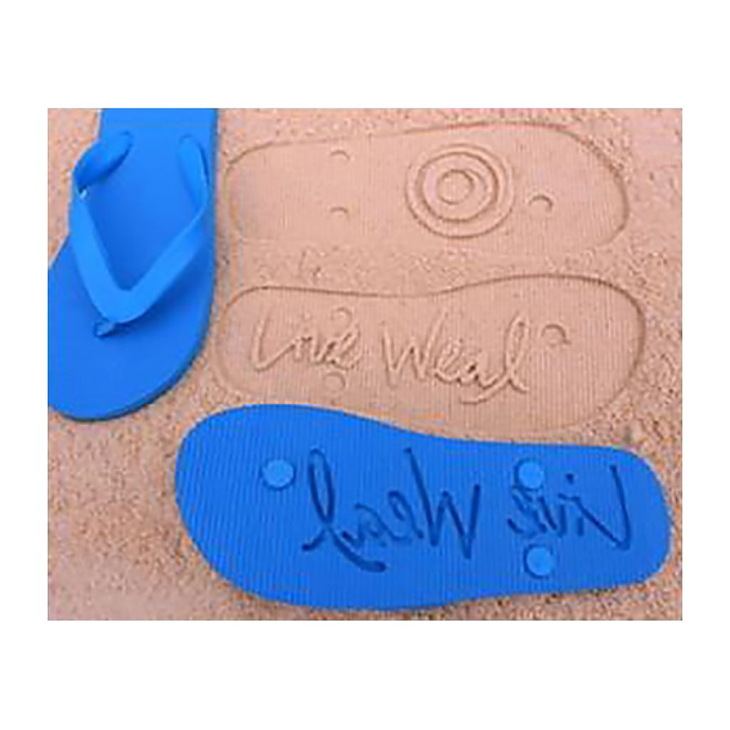 Chanclas de playa. Fabricado en EVA. Personalizada con un logo-huella en la suela y logo impreso 1 color 1 posición sobre la tira. 50% talla 38 (25 cm) y 50% talla 42 (27,5 cm). Presentación en bolsa individual.