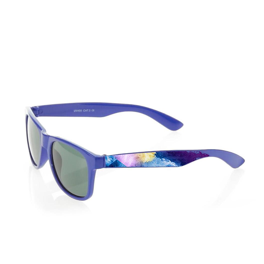 Gafas de sol fabricadas con estructura y lentes de policarbonato normales, bisagras metálicas y protección UV400 (100% UV). Impresas en cuatricromía en las caras exteriores de ambas patillas e impresa a un color en una posición en la cara interior de una.